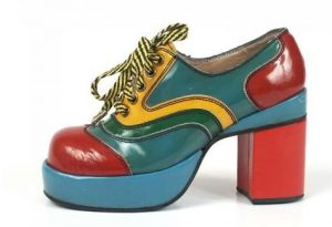 Sapato anos 70 - plataforma feminino